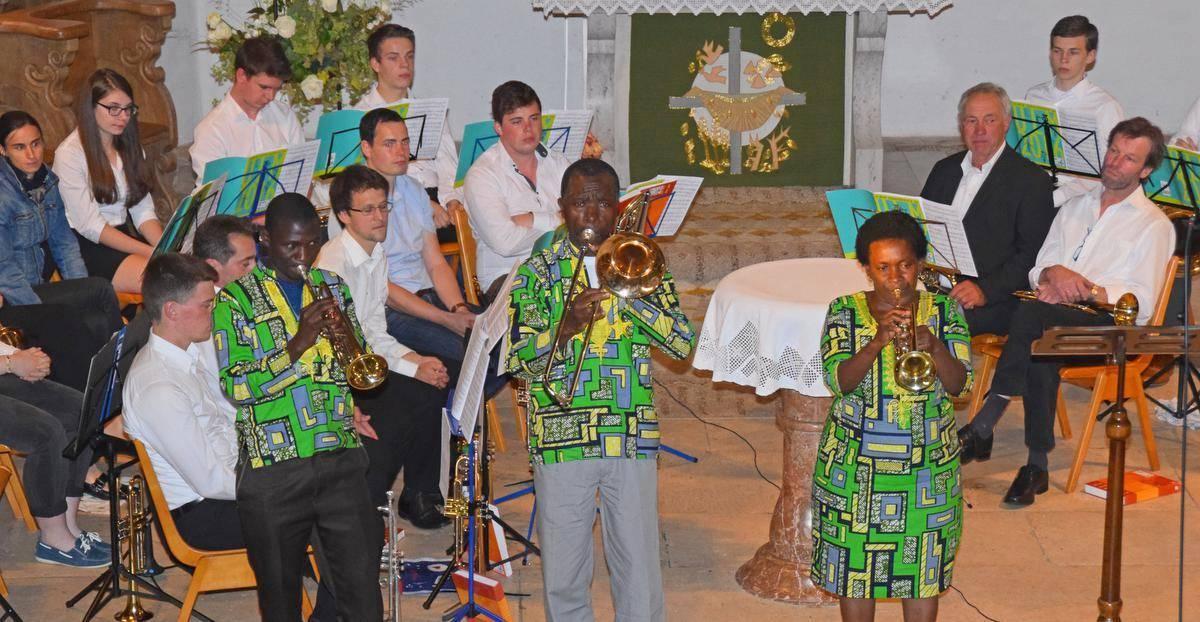 Drei Musiker aus Afrika zauberten exotisches Flair in die Wainer Kirche Sankt Michael.