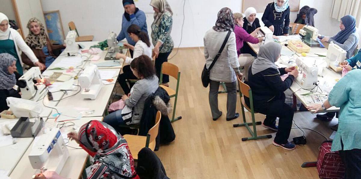 Einmal wöchentlich treffen sich Frauen unterschiedlicher Herkunft in Ochsenhausen zum Nähtreff