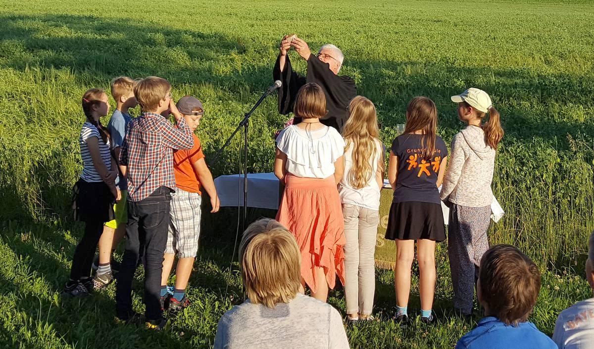 Die Predigt der Erntebetstunde auf dem Hartberghof in Wain hat die Speisung der 5000 zum Thema gehabt.