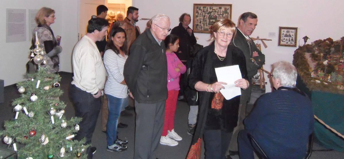 Hansi Schmehle-Knöpfler zeigte muslimischen und christlichen Besuchern die Krippen.